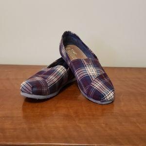 TOMs size 7.5 wide women's shoes